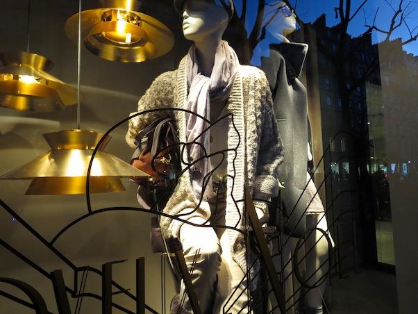 Window Shopping in Paris - Crumbs de Vie